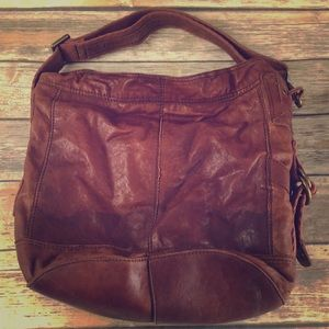 Italian leather Large bucket bag adjustable strap.